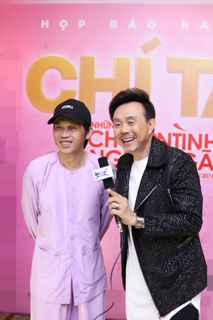Việt Hương nhắc đến Hoài Linh khi thăm mộ Chí Tài, hé lộ lý do tự đem tro cốt Phi Nhung về Mỹ