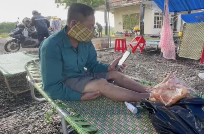 Con bệnh nặng, người cha đi bộ cả nghìn km về Thanh Hóa và cái kết ấm lòng