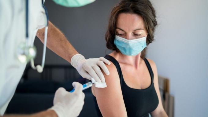 Phát hiện mới về những người có nguy cơ mắc Covid-19 sau tiêm vaccine