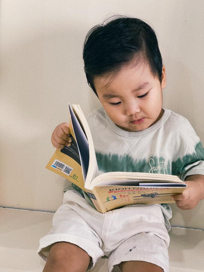 Con cưng sao Việt thông minh, ham học: Bé Bo ghi nhớ cực đỉnh, ái nữ nhà Trường Giang giỏi tiếng Anh