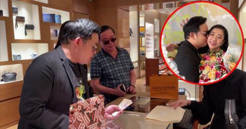 """Quang Lê mua túi 5.000 đô tặng Hà Thanh Xuân còn công khai """"thả thính"""": Khỏi trả tiền, trả em đi!"""