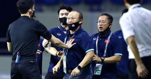 HLV Park Hang-seo bị cấm chỉ đạo ở trận Việt Nam gặp UAE vì đã nhận đủ 2 thẻ vàng