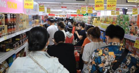 Một chuỗi siêu thị giảm giá 200 mặt hàng cho người dân khi TP.HCM kéo dài giãn cách xã hội