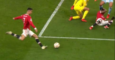 Tại sao bàn thắng của Ronaldo không việt vị?