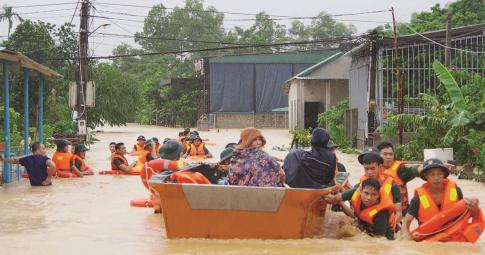 Chùm ảnh: Miền trung lũ lụt dữ dội, hàng nghìn hộ dân vùng cao chạy lũ